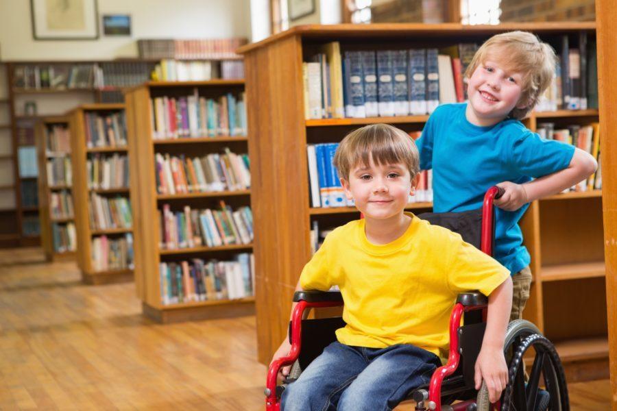 Meble szkolne dla dzieci niepełnosprawnych jeżdżących na